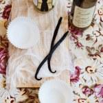 Vanilla Pods and Vanilla Extract — Stock Photo