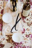 Vanilleschoten und vanille-extrakt — Stockfoto