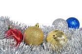 Kerstballen en garland — Stockfoto