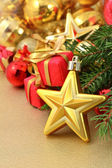 Gold star and Christmas decorations — Стоковое фото