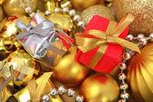 Cadeaux et décorations de noël — Photo