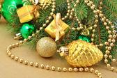 Gold bump und weihnachts-dekorationen — Stockfoto