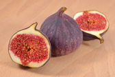 Fresh figs on wooden board — Stock Photo