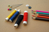 Sewing accessories: thimble, thread on a wooden table — Stock Photo