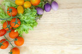 Mixed vegetable on wooden plate — Stockfoto