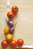 Fresh tomatoes on wooden boards frame background — Stockfoto