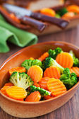 Salad of boiled carrots and broccoli with spicy orange dressing — Stock Photo