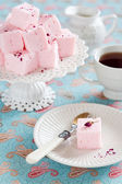 Homemade vanilla and rosewater marshmallows — Stock Photo
