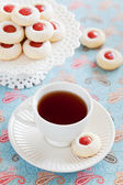 Cup of hot tea and homemade almond cookies — ストック写真