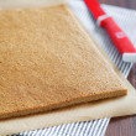 Making fresh sponge layer cake — Stock Photo