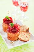 Muffins com bresaola e pimenta vermelha — Foto Stock