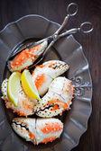 ● 茹で蟹爪プレート上 — ストック写真