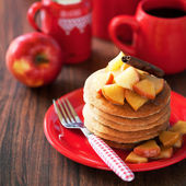 Pancakes with cinnamon and caramelized apples — Stock Photo