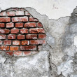 Damaged brick wall — Stockfoto