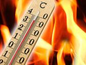 Mercury thermometer indicating high temperature — Stock Photo