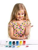 Meisje kleuren geschilderd — Stockfoto