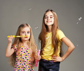 Two girls play bubble — Stock Photo