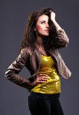 Mooie jonge brunette — Stockfoto