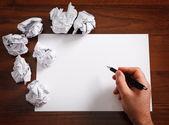 Carta bianca con penna — Foto Stock