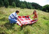 Milující pár na přírodu — Stock fotografie