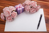 Greeting blank card with roses and gift — Stock Photo