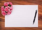 Tarjeta en blanco con flores — Foto de Stock