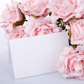 与粉红色玫瑰贺卡 — 图库照片