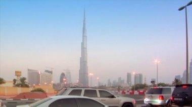 Time lapse traffic becoming night at burj Khalifa dubai — Stock Video