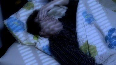 Man cant sleep headache — Stock Video