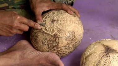 Carve coconut hindu symbol II — Stockvideo