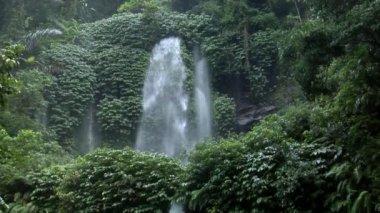 Catarata de indonesia inclinación 10117 — Vídeo de Stock