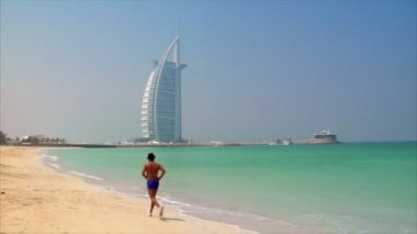 Jogging at dubai beach 10268 — Stock Video