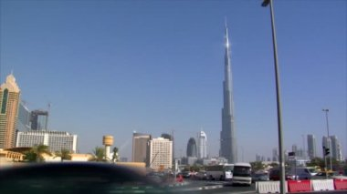Traffic burj Khalifa Dubai pan skyline 10273 — Stock Video