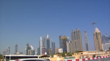 Dubai skyline traffic pan 10278 — Stock Video