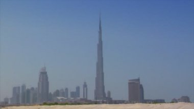 Dubai skyline pan burj emirates dune 10296 — Stock Video