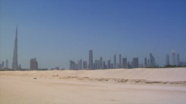 Dubai skyline pan burj emirates traffic 10297 — Stock Video