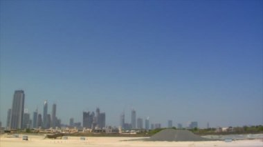 Wideangle pan dubai skyline burj traffic 10301 — Stock Video