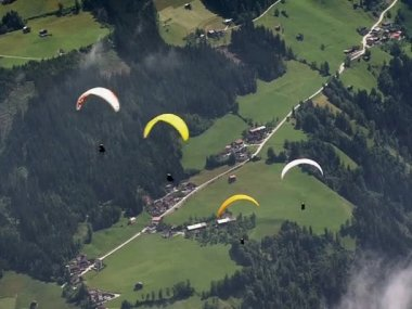 Parachute - paraglider crossing 10324 — Stock Video