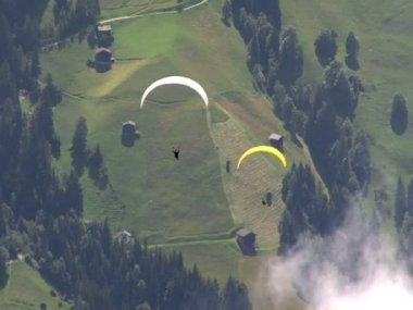 Parachute - paraglider overtakes another 10326 — Stock Video