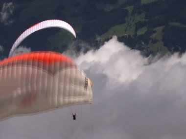 Paraglider in a row 10331 — Stock Video