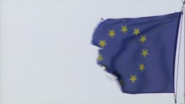Frayed euro flag in heavy wind 10456 — Stock Video