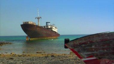 Antigos naufrágios no chão 10483 — Vídeo stock