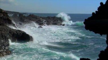 Waves on vulcan island audio 10492 — Stock Video