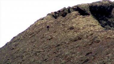 Geologist on vulcan edge speed zoom 10522 — Stock Video