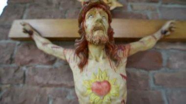 Molto sanguinosa spaventoso Gesù sulla croce super chiudere 10930 — Video Stock