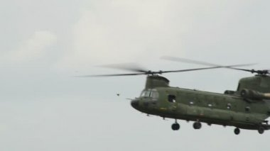 Chinook CH-47 Helicopter fly by Apache background 10958 — Stock Video