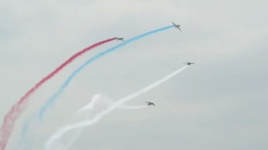 Patrouille France four soloists roll around 10974 — Stock Video