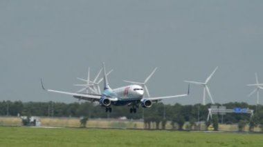 Cabo verde airlines samolotu pod koniec dotknąć dół 11032 — Wideo stockowe
