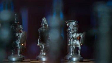 Figures d'échecs dolly dov rétroéclairage changeant 11358 — Vidéo