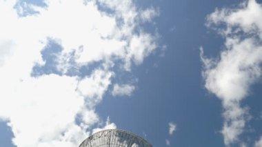Historic radio telescope tilt 11471 — Stock Video
